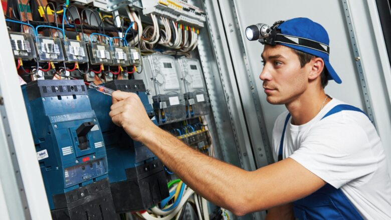 4 Signs You Need To Call an Electrician